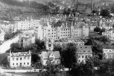 Blick auf das Einsiedler Oberdorf nach dem Bombenangriff vom 5. März 1945.
