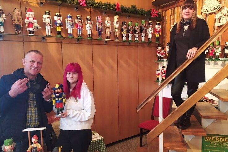 Museumschef Uwe Löschner sowie seine Mitarbeiterinnen Jenny Löschner (M.) und Mandy Steinbach freuen sich darauf, wieder Gäste empfangen zu dürfen. Am Dienstag vor der Öffnung waren sie selbst alle drei beim Corona-Test.