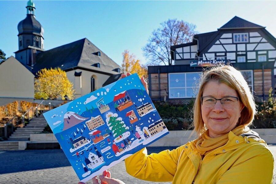 Petra Denkinger vom Inselkino-Verein mit der ersten Ausgabe des Rodewischer Adventskalenders im vergangenen Jahr.