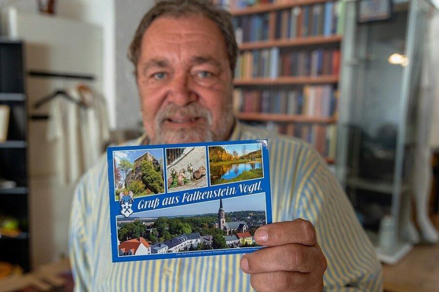 Grafikdesigner Thomas Kerschon hat die neue Falkensteiner Postkarte im Auftrag der Stadt gestaltet.