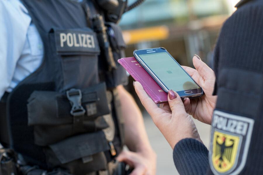 Zwei Millionen Euro Schaden: Polizei nimmt Betrüger fest