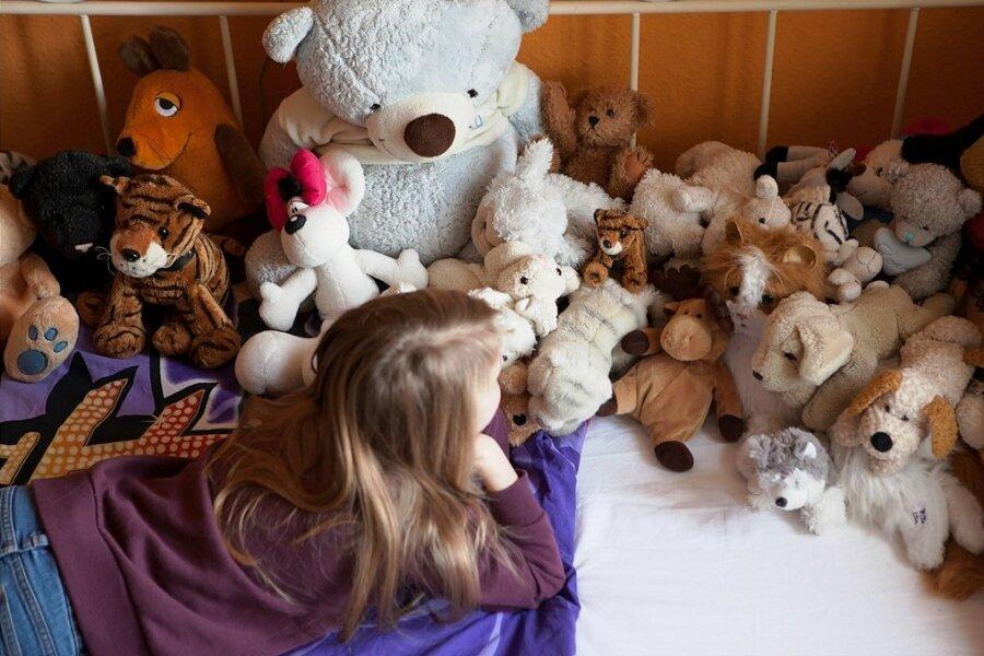 Hier wird es eng: Manche Kinder kommen erst zur Ruhe, wenn im Bett alle Kuscheltiere korrekt aufgereiht sind.