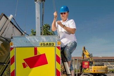 Mario Oehme aus Dorfchemnitz stellt Überwachungstürme her und vermietet diese an Baufirmen und Unternehmen.