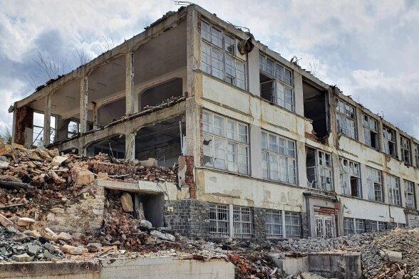 Wo sich jetzt die Überreste des Gelkida-Werks befinden, könnten Eigenheime entstehen, da die Gemeinde dort ein Wohngebiet plant.
