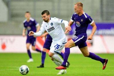 Florian Krüger (r.) brachte den FC Erzgebirge Aue in der 9. Minute in Führung.