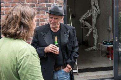 Der Zwickauer Baulöwe Kurt Fliegerbauer, hier im Oktober in Reichenbach, wo er ein Kunstwerk kaufte.