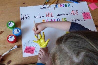 Kreatividee vom Familienzentrum Freiberg: Eltern und Kinder sammeln anlässlich des Kindertages Wünsche für die gemeinsame Zeit.
