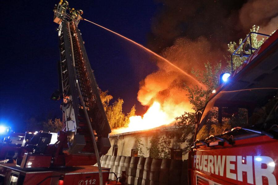 Am späten Dienstagabend hat es in Gersdorf an der Plutostraße gebrannt.