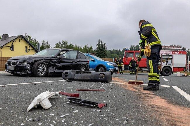 Zur Unfallaufnahme und Bergung der Unfallfahrzeuge musste die Kreuzung zwei Sunden gesperrt werden.