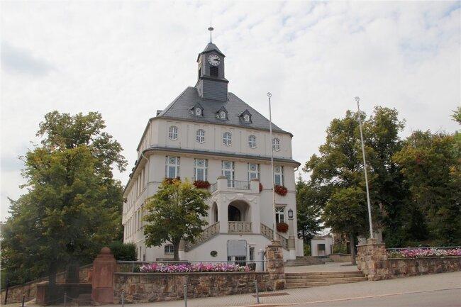 Das Rathaus Lugau. Am Montag wurde hier einen Bombenattrappe gefunden.