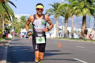 Frieder Jäckel beim Marathon auf der Strandpromenade in Nizza.