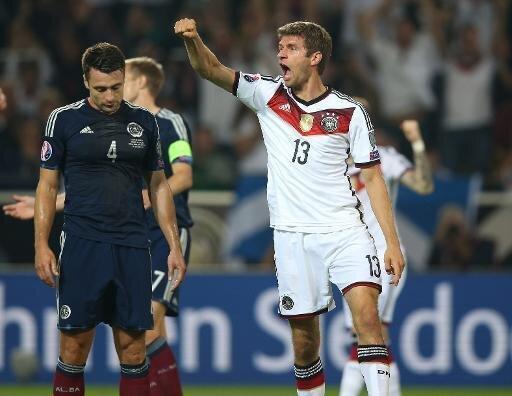 Müller erzielt beide Treffer beim Sieg gegen Schottland