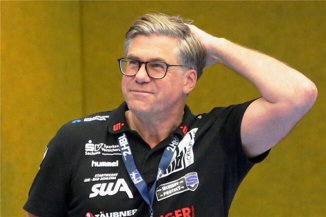 30 Punkte auf der Habenseite waren das erklärte Ziel. Rúnar Sigtryggsson hat allen Grund zur Freude. Nach dem Auswärtsspiel in Fürstenfeldbruck am kommenden Sonnabend kehrt der Interimscoach der Auer in seine Heimat nach Island zurück.