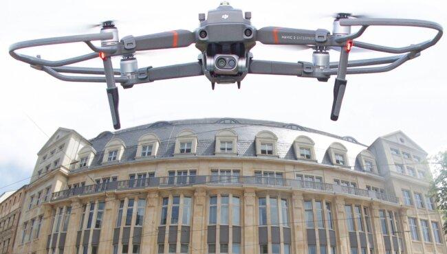 Das Landratsamt in Plauen: Bis 2020 muss die Behörde den Kreishaushalt konsolidieren, 2021 plant sie 45.000 Euro für den Kauf einer Drohne und will das Fluggerät vielseitig einsetzen. Anderswo kommt man ohne Drohnen aus oder mit Modellen, die nur einen Bruchteil dieser Summe kosten.