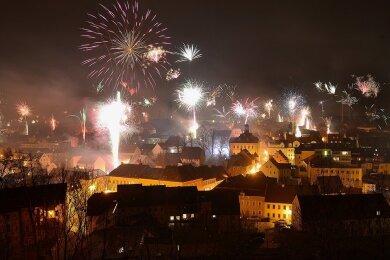 So hatte Hainichen das Jahr 2020 begrüßt: Blick von der Camera obscura auf dem Rahmenberg auf das Feuerwerk über der Gellertstadt.