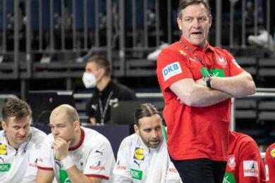 Noch skeptisch: Alfred Gislason, der neue Trainer der deutschen Handball-Nationalmannschaft. Das Team komme aber mindestens bis ins Viertelfinale, sind die Fans aus Mittelsachsen überzeugt.