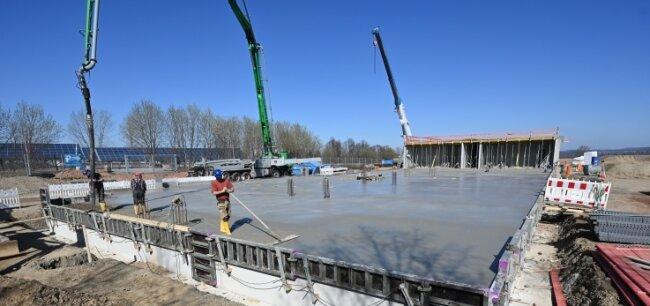 Neben dem Parkplatz mit Photovoltaik-Anlage am Sonnenlandpark Lichtenau wird ein Hotel mit 108 Betten gebaut. Eröffnung soll 2022 sein.