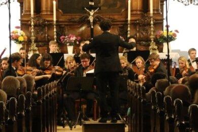 Dicht gedrängt saßen die Besucher zum Gründungskonzert der Jungen Philharmonie im Jahr 2019 in der Augustusburger Stadtkirche.
