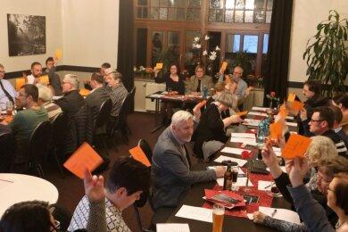 Schon bei der Vorstandswahl der CDU Lichtenstein Anfang 2020 wurde die Spaltung deutlich. Altbürgermeister Wolfgang Sedner (Foto mitte, grauer Anzug) kandidierte damals gegen die Stadtverbandsvorsitzende Dagmar Hamann. Der Abend war geprägt von verbalen Schlagabtauschen.