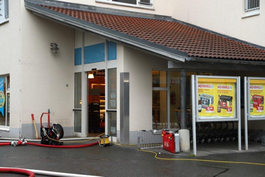 Feuer bricht in Getränkemarkt in Neukirchen aus