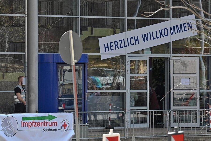 Das Chemnitzer Impfzentrum befindet sich seit Samstag in der Richard-Hartmann-Halle im Zentrum.