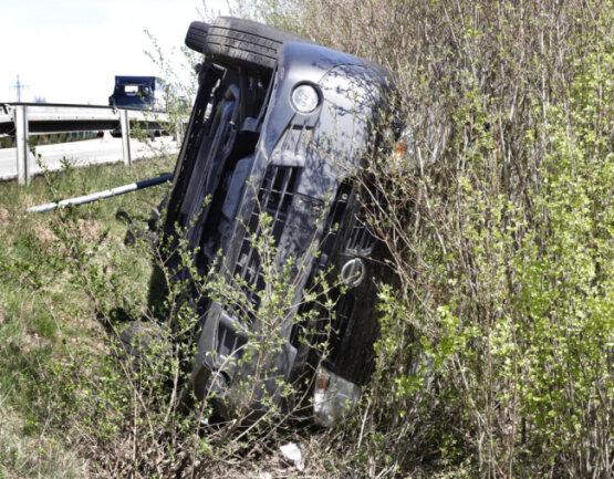 Die Kleintransporter-Fahrerin kam schwer verletzt ins Krankenhaus.
