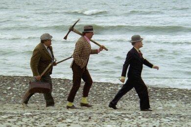 """Die Olsenbande (von rechts): Egon, Benny und Kjeld in """"Die Olsenbande fährt nach Jütland""""."""