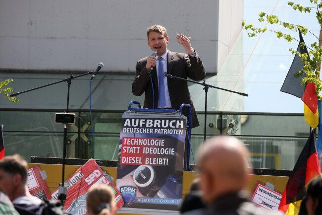 Zwickauer Kornmarkt : Der Vorsitzende des Aufbruchs deutscher Patrioten, André Poggenburg, sprach vor schätzungsweise 70 bis 80 Zuhörern.