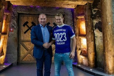 Fußball-Zweitligist FC Erzgebirge Aue hat den Vertrag mit Jan Hochscheidt vorzeitig verlängert.