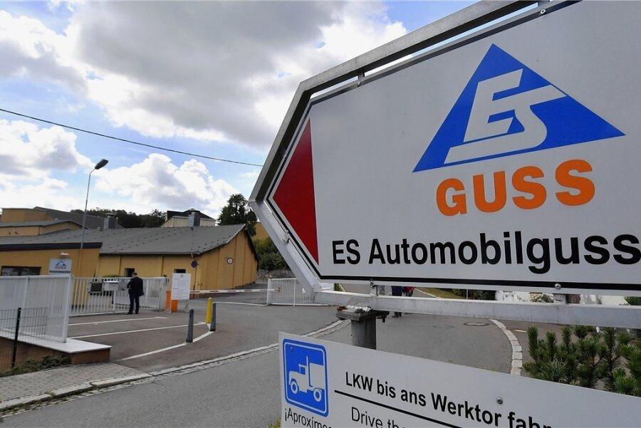 Blick auf den Werkseingang zur Schönheider Gießerei, die heute unter dem Namen Eisenwerg Erzgebirge 1566 GmbH firmiert.