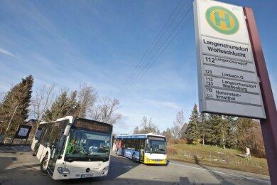Im Callenberger Ortsteil Langenchursdorf steht die Bushaltestelle an der Wolfsschlucht vor einer Generalüberholung. Zudem werden die beiden Kreisstraßen an der Kreuzung verbreitert.