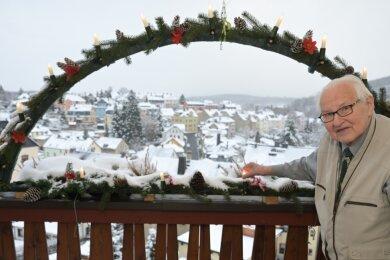 Bei Lothar Wetzel bleibt die Weihnachtsbeleuchtung in diesem Jahr bis Lichtmess eingeschaltet. Schon lange engagiert er sich für das Leuchten bis Lichtmess.