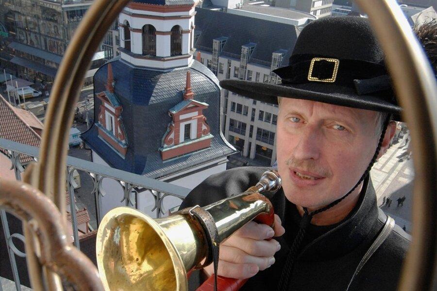 Der 2015 verstorbene Chemnitzer Türmer Stefan Weber hat die Tradition der Posaunenkonzerte auf dem Rathausturm ins Leben gerufen. Am Wochenende beginnt, wegen Corona mit Verzögerung, die neue Saison.