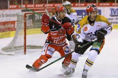 Mathieu Lemay (links) stürmt weiter für die Eispiraten.