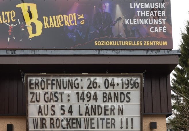 """Die Pandemie trifft Einrichtungen wie die """"Alte Brauerei"""" hart. Aber es wird Hoffnung geweckt. """"Wir rocken weiter!!!"""", heißt es."""