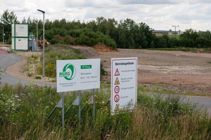 Hier auf dem Gelände des ehemaligen Kiestagebaus an der Autobahn 72 und der Leipziger Straße in Penig soll ein Autohof entstehen. Foto: Mario Hösel