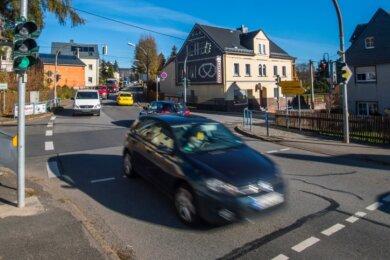 In einem ersten Schritt wird die Bundesstraße 101 in Lauter am Knotenpunkt Bockauer Straße und Kirchstraße umgebaut. Dabei soll auch eine Linksabbiegespur aus Richtung Schwarzenberg in Richtung Bockau entstehen.