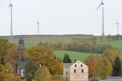 Der Windpark auf der Berthelsdorfer Höhe, fotografiert aus Richtung Weigmannsdorf.