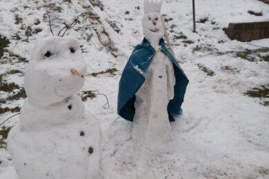 """""""Schneemann bauen in Siebenlehn - wann war das das letzte Mal möglich?"""", fragt Sissi Kasper. Jetzt waren Zeit und Schnee da: """"Auch im Homeschooling muss man Pause machen. So entstanden Olaf und Elsa ..."""""""