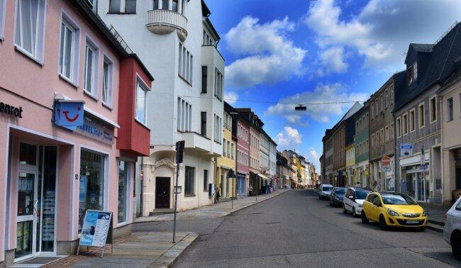 Die bisher vom motorisierten Verkehr bestimmte Rochlitzer Straße soll nach dem Umbau eher einer Fußgängerzone ähneln. Geplant sind breitere Gehwege, Sitzbänke und Baumpflanzungen.