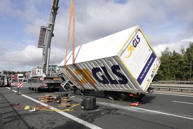 Auf der A4 bei Hainichen ist ein Lkw umgekippt.