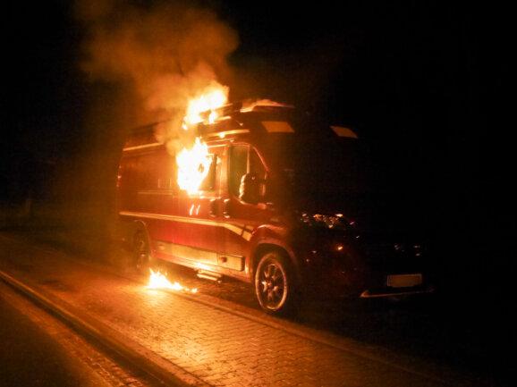 In der Nacht zu Donnerstag ist in Olbernhau ein Wohnmobil in Brand geraten.