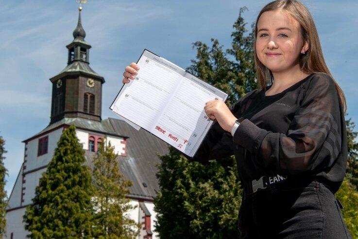 Nina Blume hat den neuen Termin für ihre Konfirmation in der Seelitzer Kirche im Kalender eingetragen.