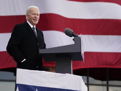 Der gewählten US-Präsident Joe Biden spricht im nach seinem Sohn benannten Major Joseph R. «Beau» Biden III National Guard/Reserve Zentrum.