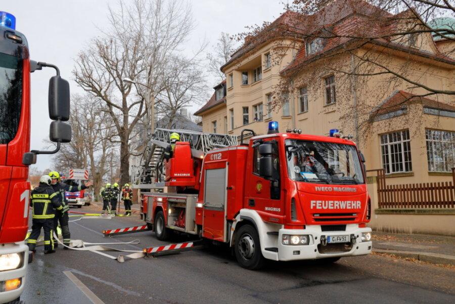 Dachstuhlbrand an Parkstraße: Eine Person verletzt