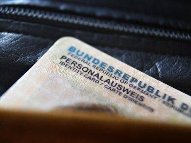Gehört bald der Vergangenheit an - der derzeitige Personalausweis.