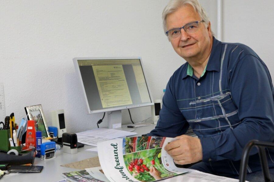 Jochen Thurow hält die Fäden im Territorialverband der Kleingärtner Hohenstein-Ernstthal in der Hand. Obwohl die Geschäftsstelle geschlossen ist, muss er Kontakt zu 67 Kleingartenvereinen halten.