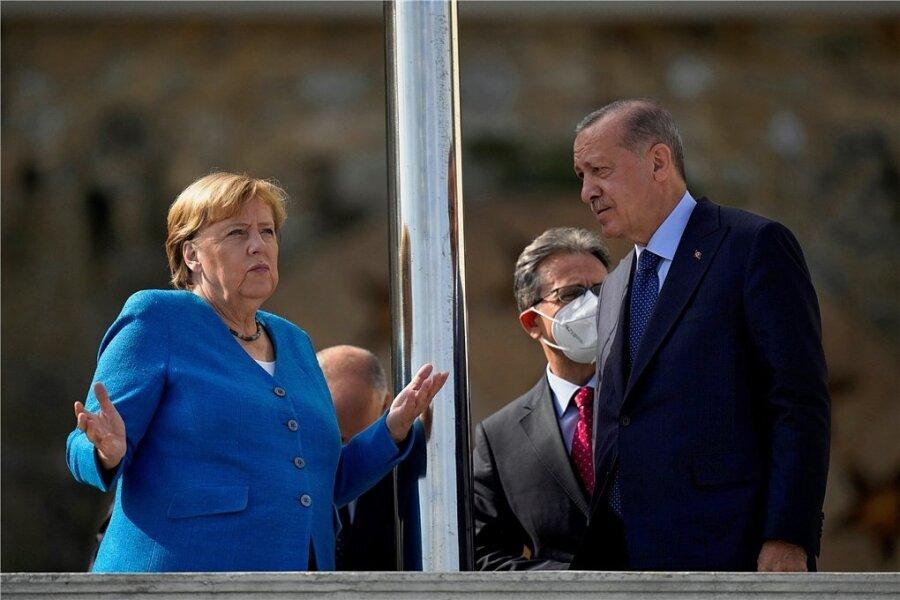 Auf dem Balkon der Präsidentenvilla in Istanbul: Bundeskanzlerin Angela Merkel und der türkische Staatspräsident Recep Tayyip Erdogan.