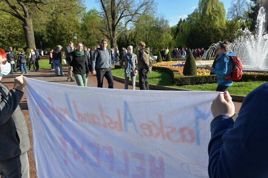 """Das Bündnis """"Freiberg für alle"""" wollte mit Montagsspaziergängern im Albertpark ins Gespräch kommen."""