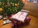 Die Verbraucher in Deutschland kaufen laut einer aktuellen Umfrage ihre Weihnachtsgeschenke immer öfter im Internet.